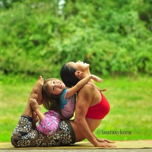 Mother-and-Daughter-Yoga-07